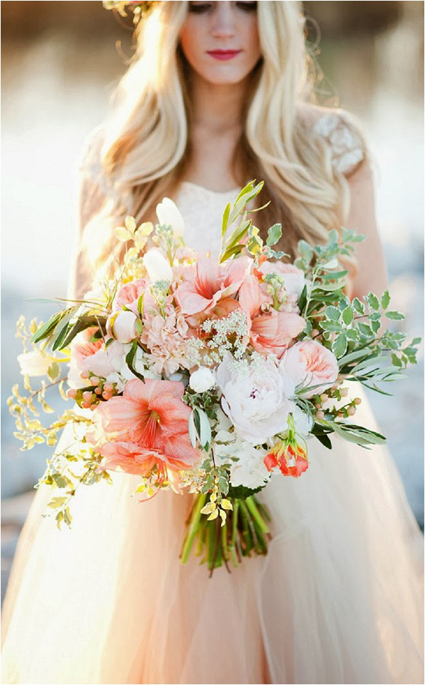 oversize-bridal-bouquet-Kristina-Curtis-Photography